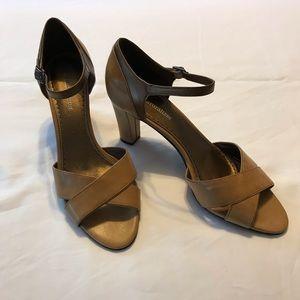 Naturalizer heel shoe with adjustable strap Carmel